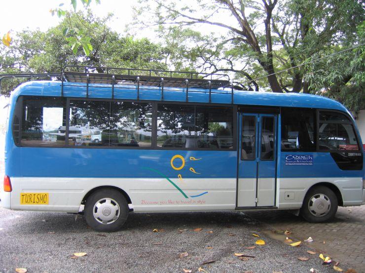 Группа пожилых туристов из США, отправившихся на экскурию по Коста