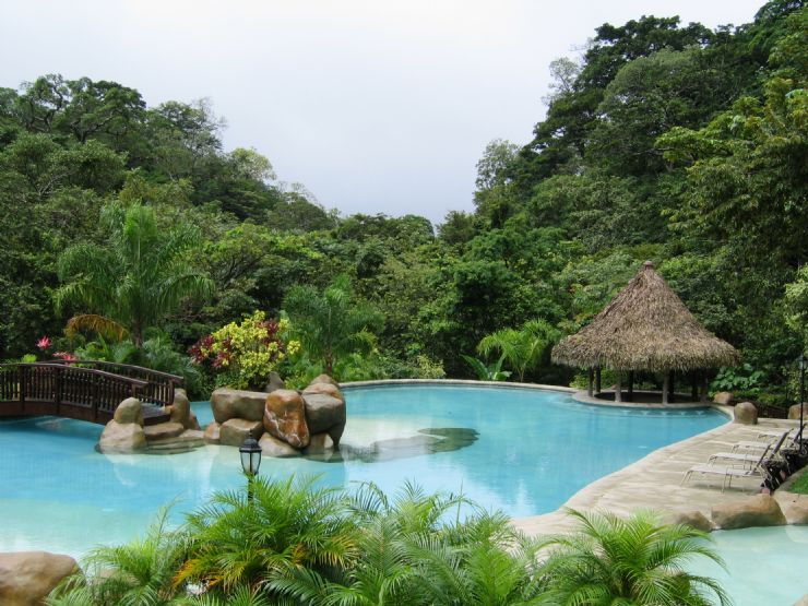 World s most amazing hotel pools for Pool design costa rica