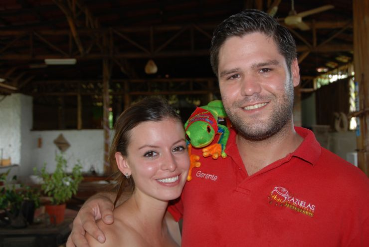 Me, Javi the Frog, with the owners of Las Cazuelas