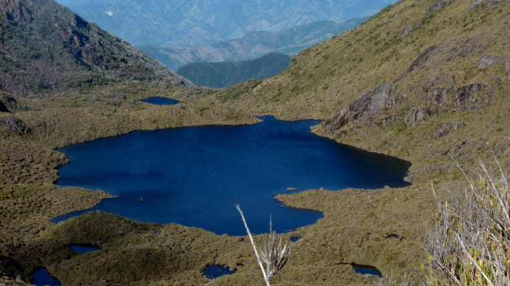 Tortilla shaped chirripo lake photo go visit costa rica for L shaped lake