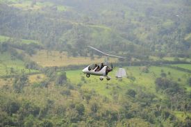 Gyroplane getting close to Manuel Antonio