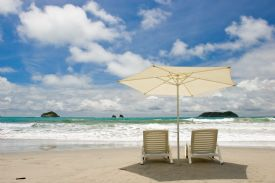 Beach umbrella and chairs on Playa Espadilla in Manuel Antonio - Manuel Antonio, North Puntarenas