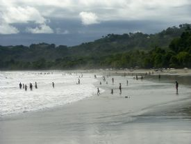 Crowded Espadilla Beach in Manuel Antonio - Manuel Antonio, North Puntarenas