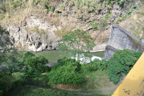 Cachi Dam generating energy, Cartago