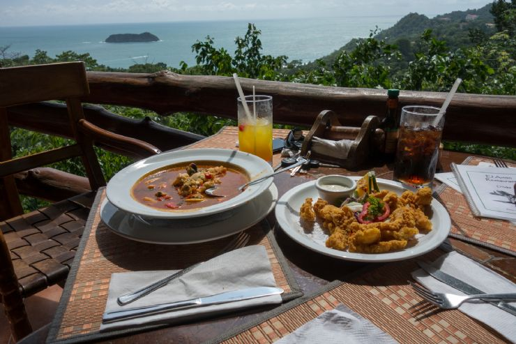 Delicious Food and wonderful view at El Avion