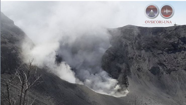 Amazing crater view of Turrialba Volcano (Maria Martinez)