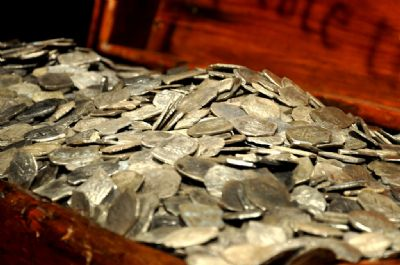 7 Most Awesome Treasure Hauls Ever Found with a Metal