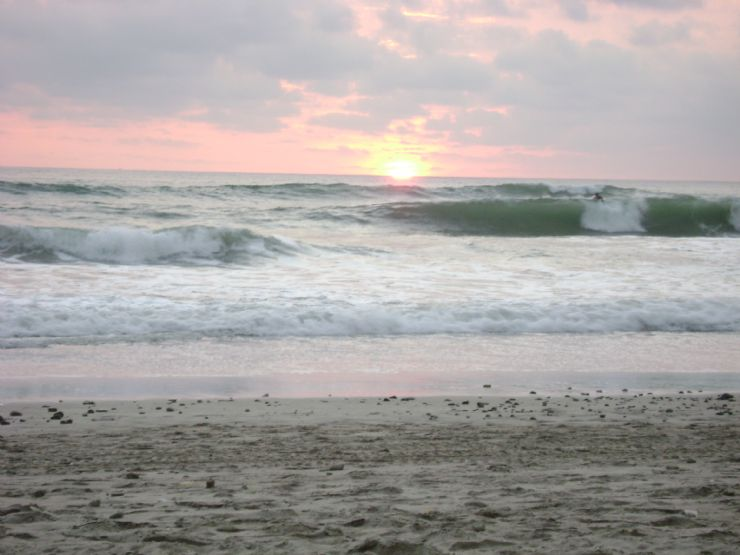 Blown out surf in Santa Teresa