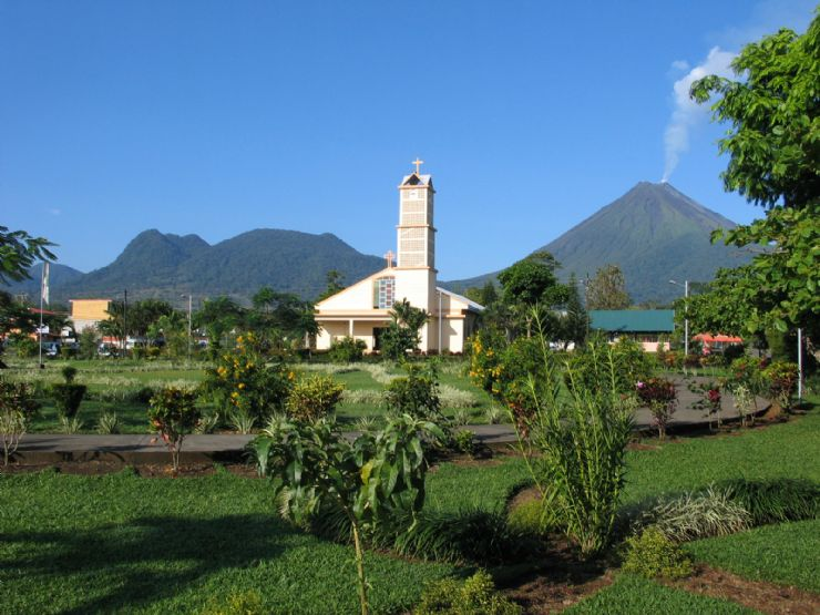 La Fortuna Church & Arenal Volcano
