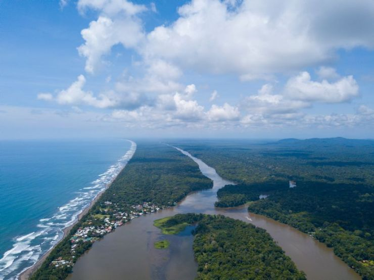 Laguna Lodge & Tortuguero Canals from the air