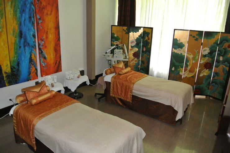 Massage Room at Loto Spa, Royal Corin Hotel