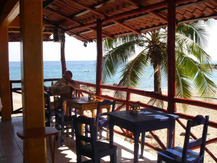 Kickback beachfront restaurant in Montezuma