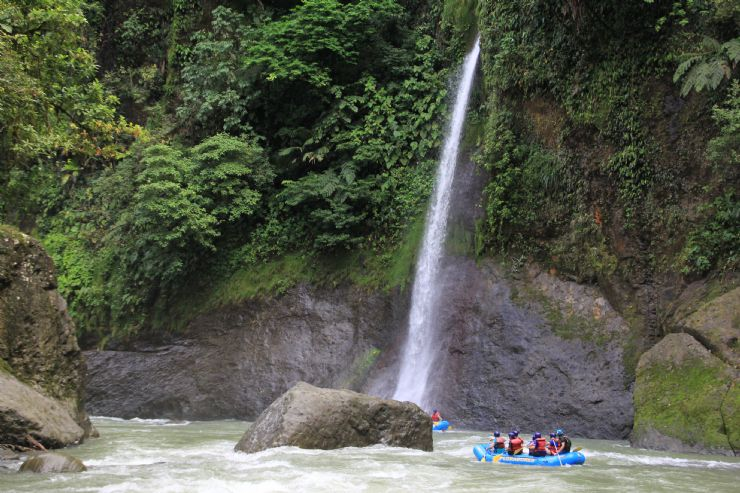 Waterfall on Rio Pacuare while rafting