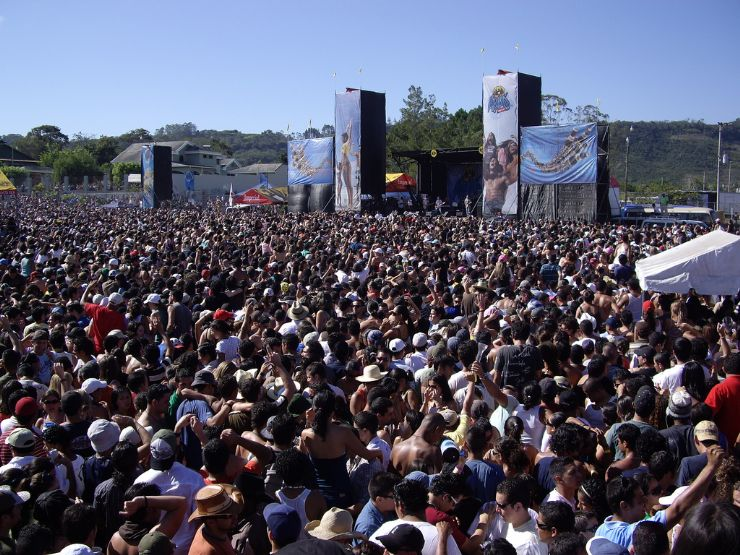 A large crowd at the Palmares Fiestas, Palmares (photo by vmv205)