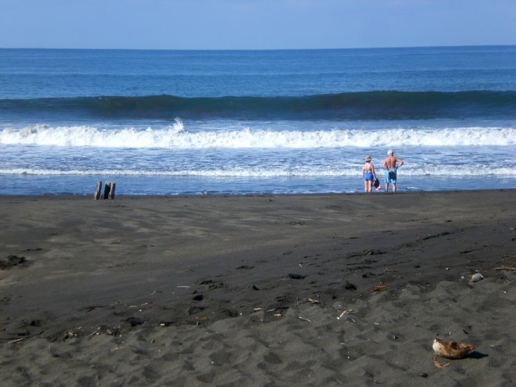 Wave at Playa Hermosa in Puntarenas