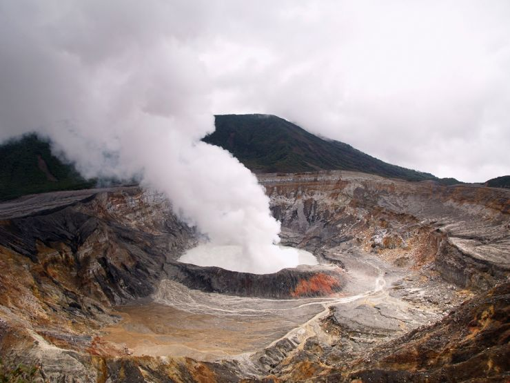 Póas Volcano Crater Smoking