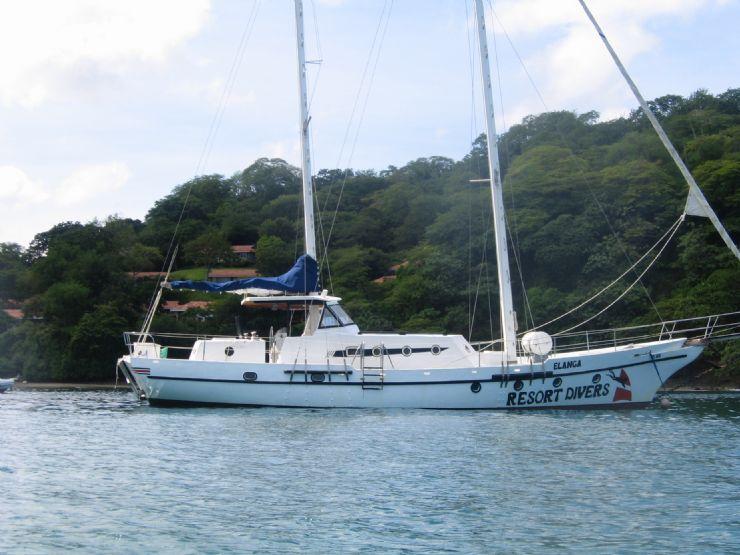 Resort Divers boat at the Hilton Papagayo