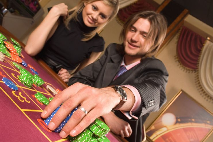 Couple playing roulette in a San José casino