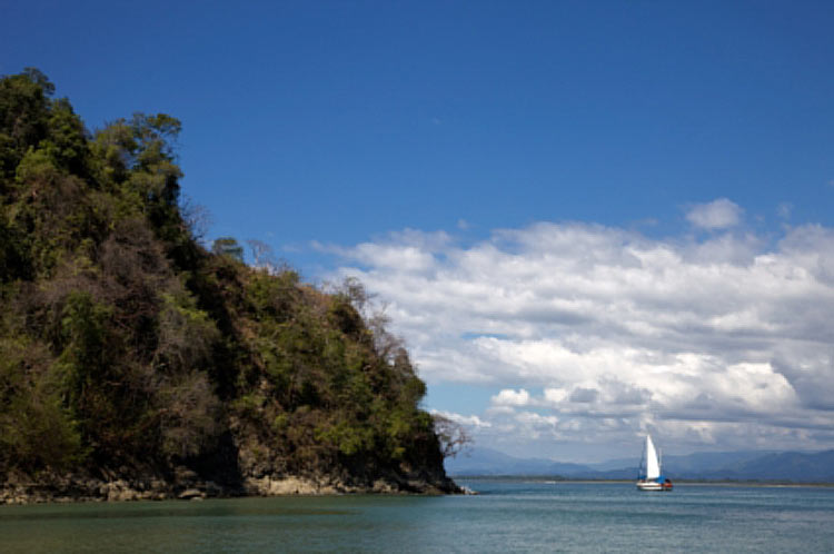 Sailing around the Papagayo Gulf