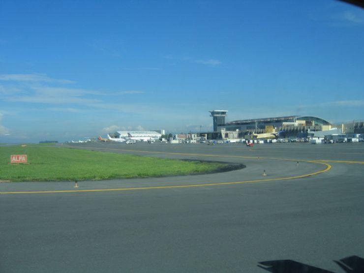 San Jose Intl Airport runway