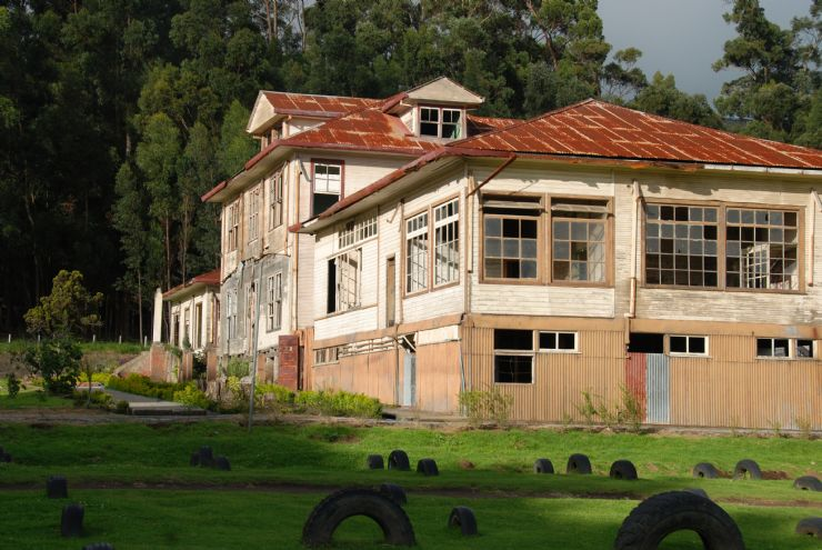 Beautiful side view of Duran Sanatorium, Cartago