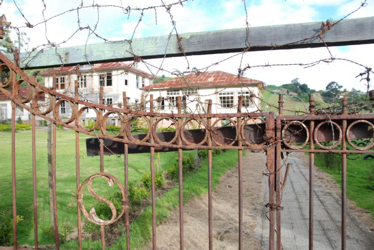 Old gate to Duran Sanatorium hospital, Cartago
