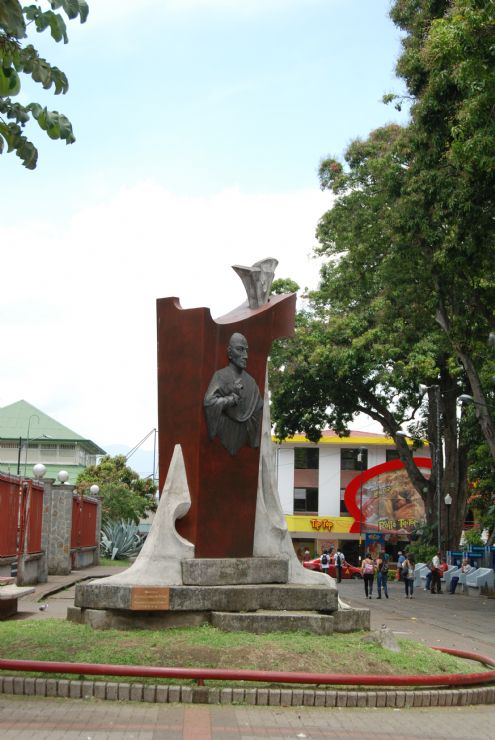 Commemorative Statue next to the Cathedral in Alajuela