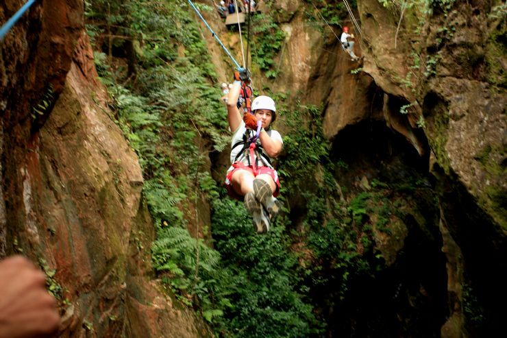 Costa Rica Canopy Tours & Costa Rica Canopy Tours - Zip through the trees in the canopy in ...