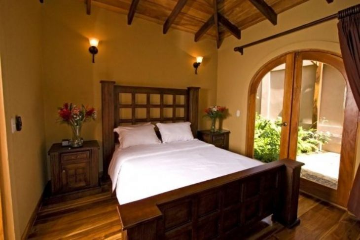 Beautiful colonial style bedroom at Recreo