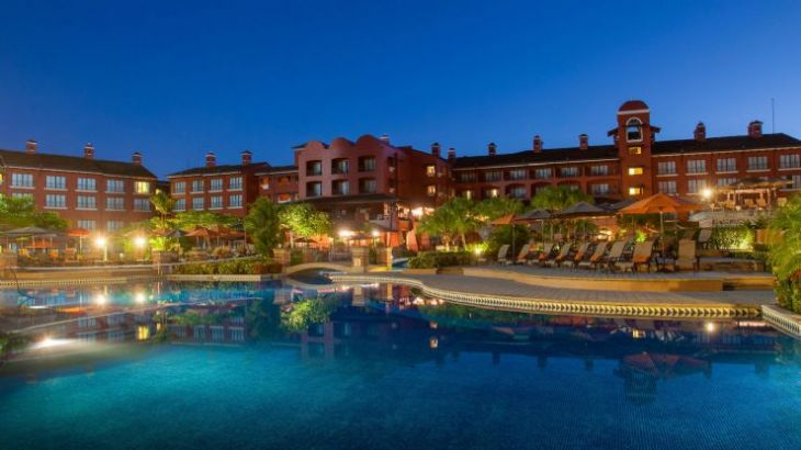 Los Suenos Marriott Ocean & Golf Resort pool at night